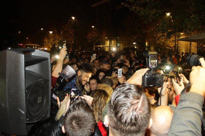 Fabrizio Corona: impressionante bagno di folla in Veneto!