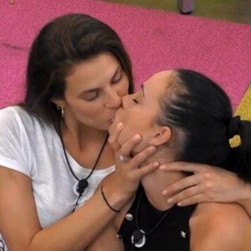 Dayane Mello e Adua Del Vesco si giurano amore, tra baci e carezze proibite…